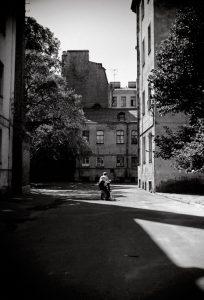 leningradskiy dvorik 204x300 - Ленинградский дворик  ©Александр Олевский